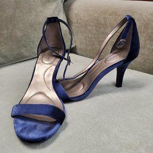 BANDOLINO Blue velvet sandal heels